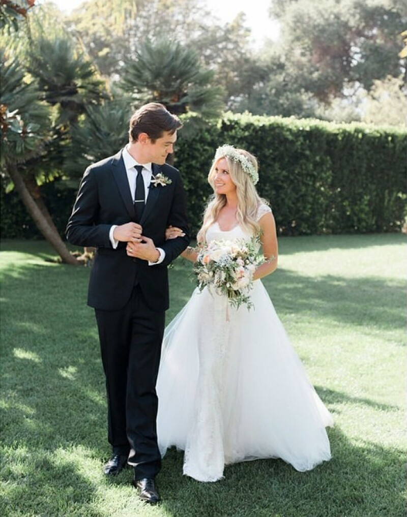 Ashley durante su boda con Christopher French.