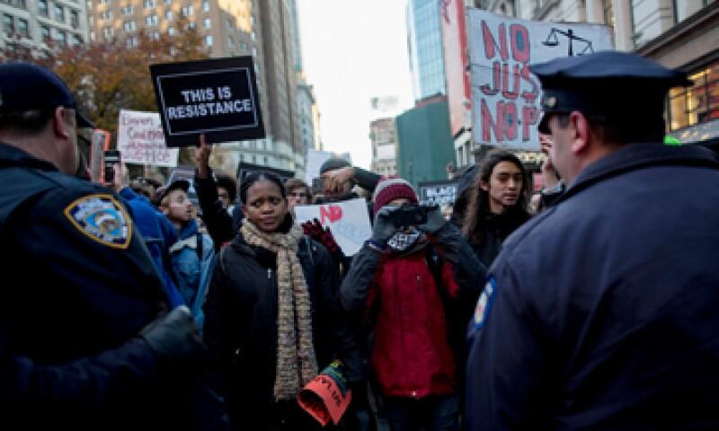 Más de 200 personas en Nueva York intentaron interrumpir el comercio en una tienda de Macy´s. (Foto: Reuters )