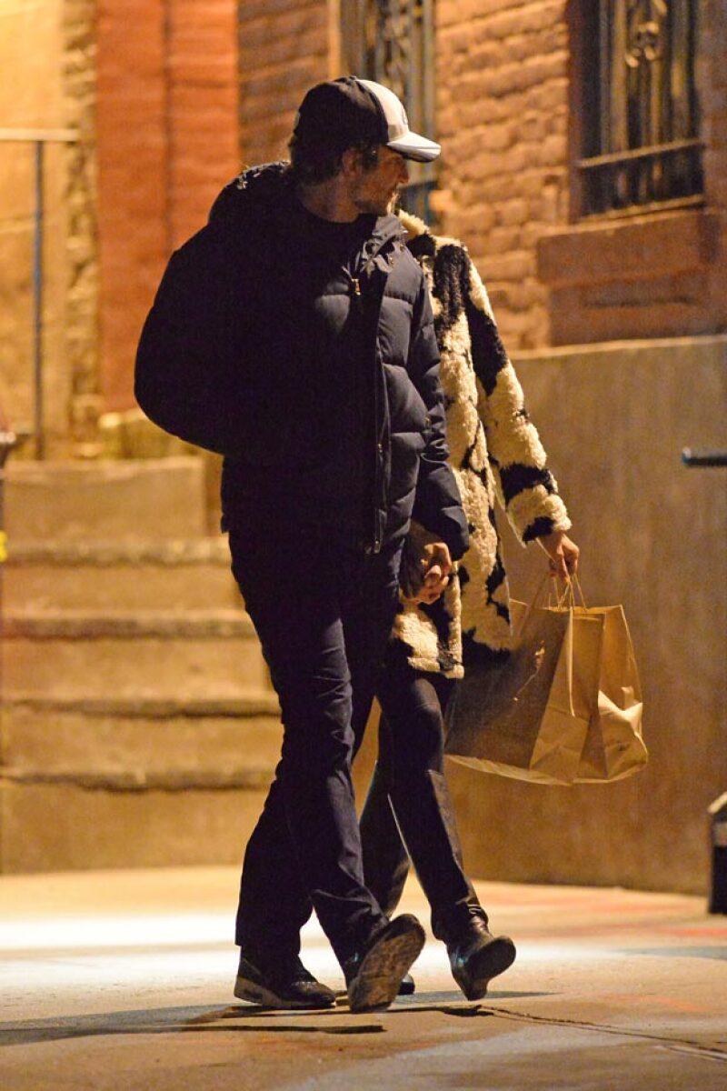 La pareja de famosos fue vista paseando por Nueva York, tomada de la mano, en medio de los rumores de que se habían separado y ella ya tenía nuevo galán.
