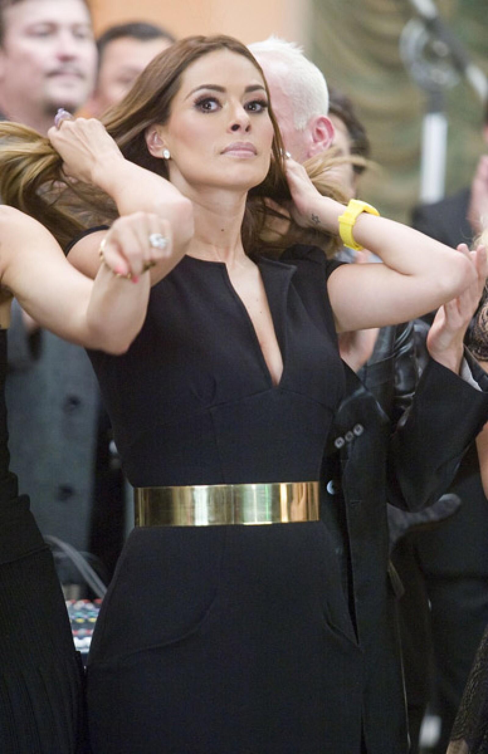 Galilea Montijo fue una de las conductoras que participaron en la grabación del video En tus manos.