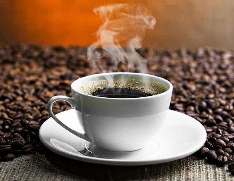 El café estimula la liberación de dopamina, la cual se encarga de hacernos sentir bien, felices y llenos de energía.