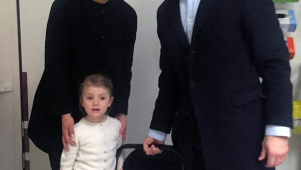 El segundo hijo de Victoria de Suecia y Daniel Westling se llamará Oscar Carl Olof, tiene tratamiento de Alteza Real y ostenta los títulos de Príncipe de Suecia y Duque de Skåne.