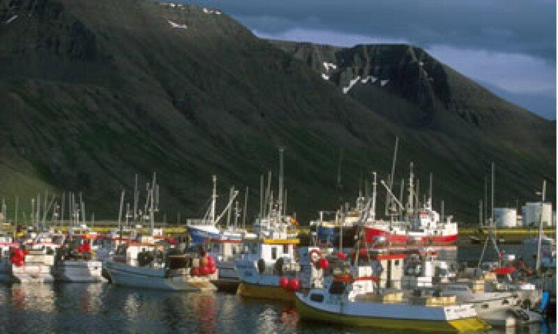 Islandia pagó en marzo pasado 900 mdd de su deuda con el FMI a pesar de ser un país con 320,000 personas. (Foto: AP)