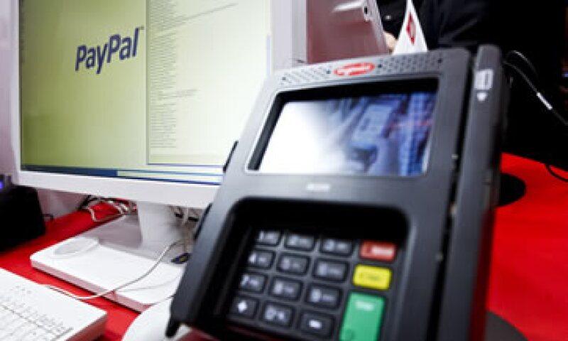 Al escanear el código QR, el usuario puede comprar un producto agotado en tiendas que después llegará a su casa. (Foto: AP)
