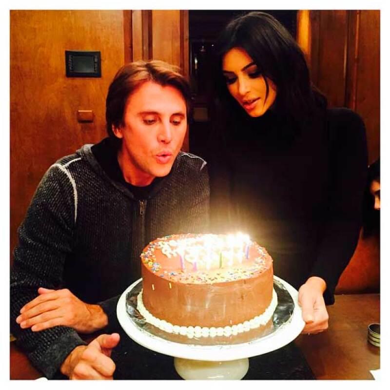 Kim felicitó a su amigo, pero ella no fue la única, pues Khloé y Kylie mostraron sus felicitaciones en sus respectivas redes sociales.