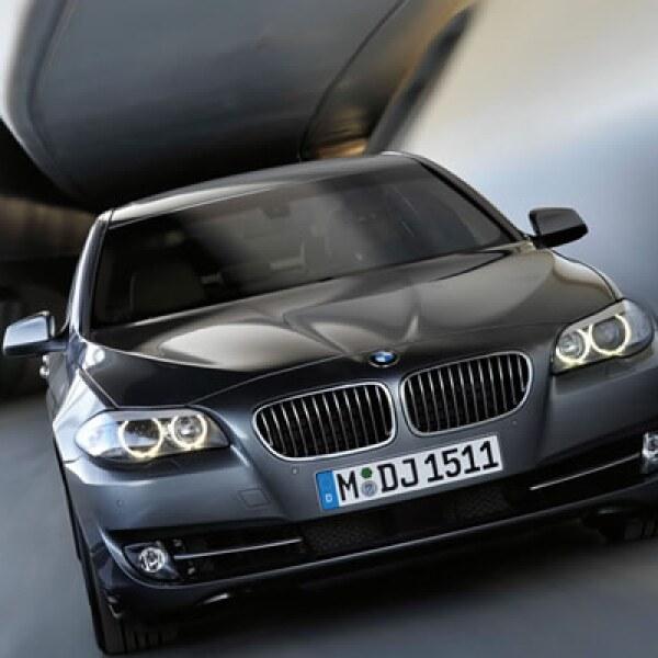 Llega a nuestro país la sexta generación del BMW Serie 5 el cual abandona ese controvertido y criticado diseño a favor de unas líneas mucho más sencillas y poderosas.