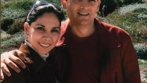Cuando Juan Camilo se fue a la Oficina de la Presidencia en Los Pinos, ella salío despavorida a Campeche con sus tres hijos cuando un grupo de perredistas le lanzó piedras en la calle.