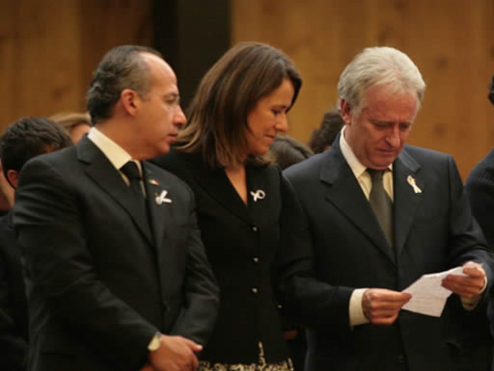 El presidente Felipe Calderón y su esposa, Margarita Zavala, dieron el pésame a la familia de Fernando y leyeron junto a Alejandro Martí una carta en sus funerales.