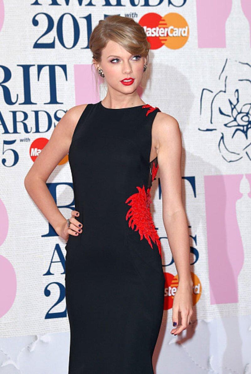 Taylor Swift publicó que ve el vestido azul y negro.