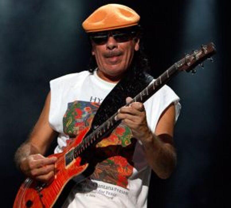 El músico de origen mexicano conquistó a los miles de asistentes del festival chileno, quienes lo premiaron con todos los trofeos que otorga el público.