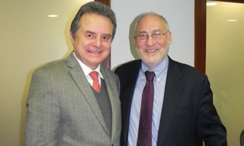 Para Stiglitz (derecha) se debería crear un fondo petrolero para asegurar una óptima utilización de los recursos. (Foto: Cortesía Sener)