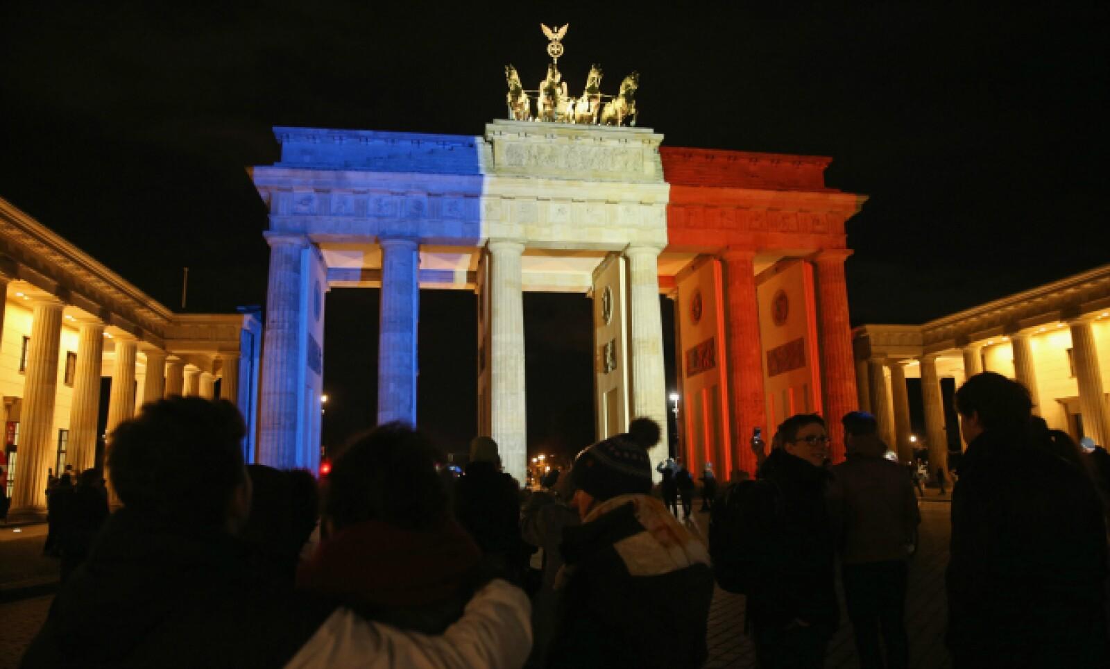 La puerta de Brandenburgo, en Alemania. Miles de personas acudieron a mostrar su solidaridad con las víctimas parisinas.