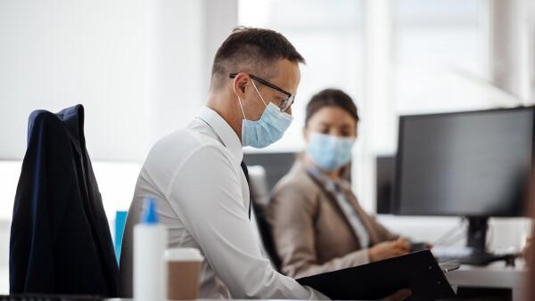 jefes - empleados - coronavirus - oficina