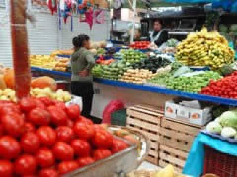 Los comercios son el sector económico que más afectación tiene por la contingencia sanitaria. (Foto: Notimex)