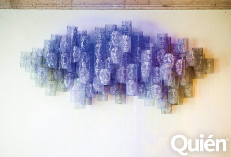 FANTASMAGÓRICA. Esta escultura colgada en el comedor es de la colombiana Sara Modiano.