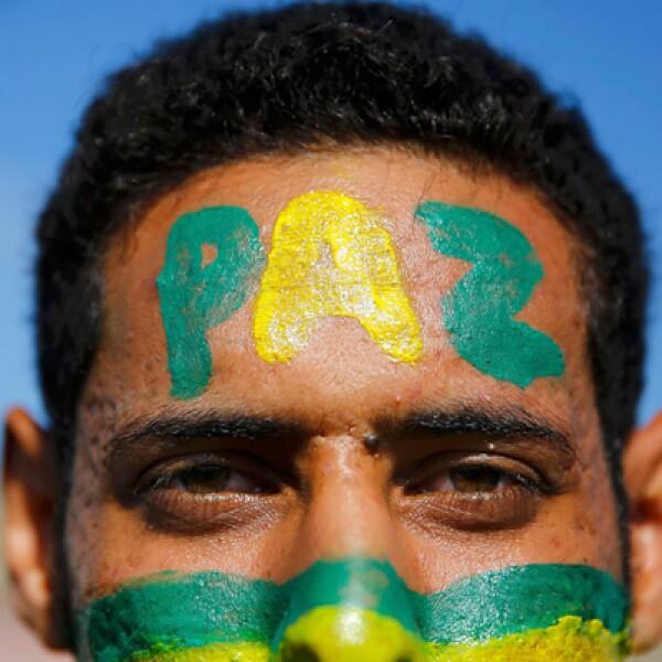 Miles de brasileños esperan la inauguración del evento que registró años de retrasos en la construcción y sobrecostos.