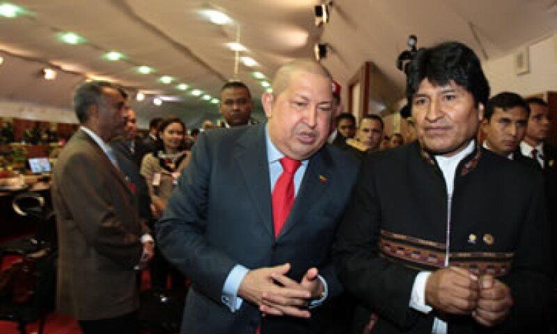 Con la CELAC el presidente Hugo Chávez (i) y sus aliados quieren acabar con la influencia de Washington en la región. (Foto: AP)