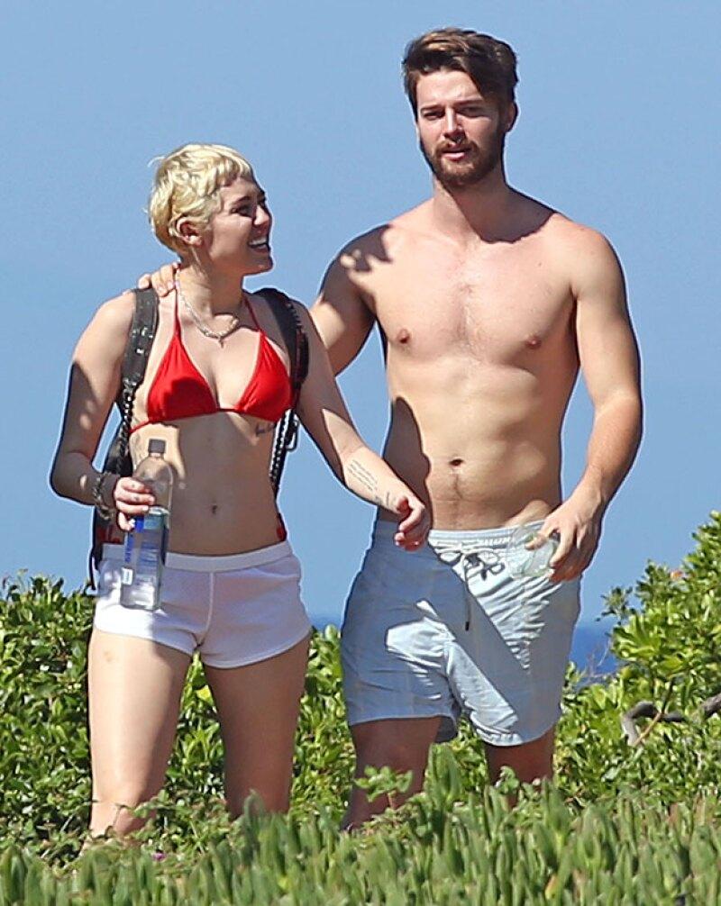 Miley parecía confiar mucho en él pero aseguran tras el escándalo de spring break quedó decepcionada por lo que ella pudo haber puesto fin a su relación.