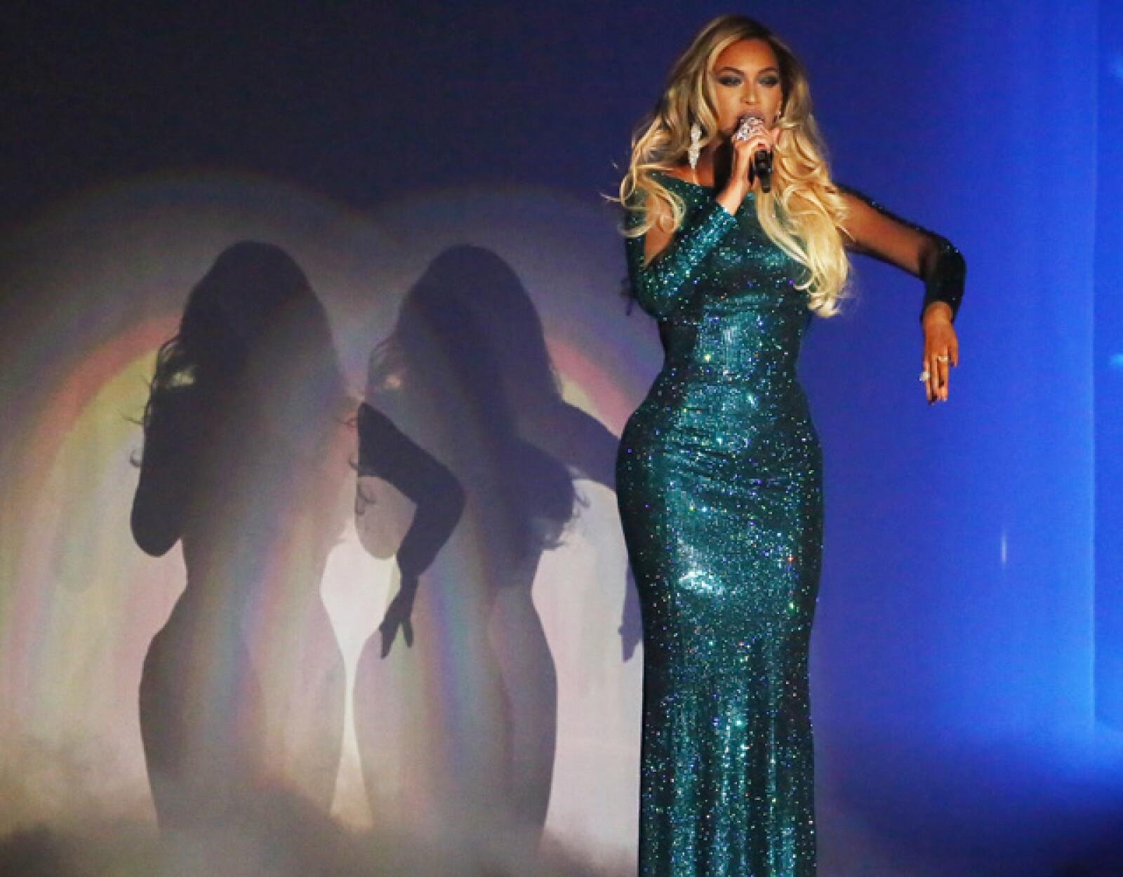 Beyoncé deslumbró con su participación en la noche de premios.