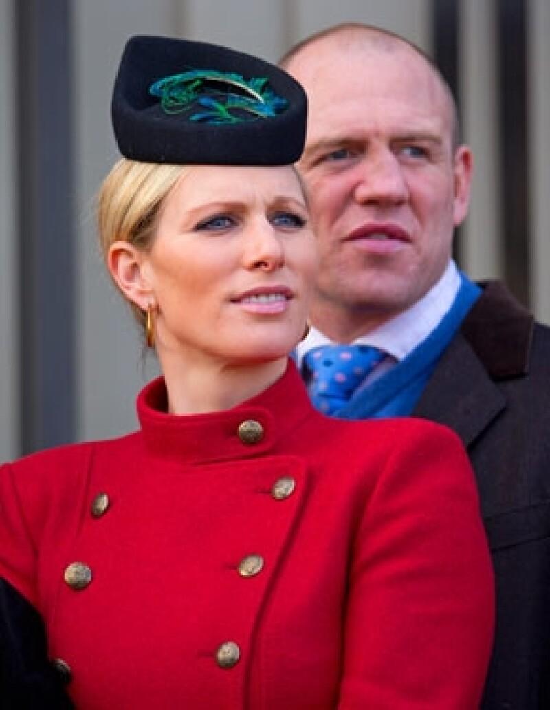 La nieta mayor de la reina Isabel II y su esposo Mike Tindall anunciaron este lunes que próximamente se convertirán en padres.