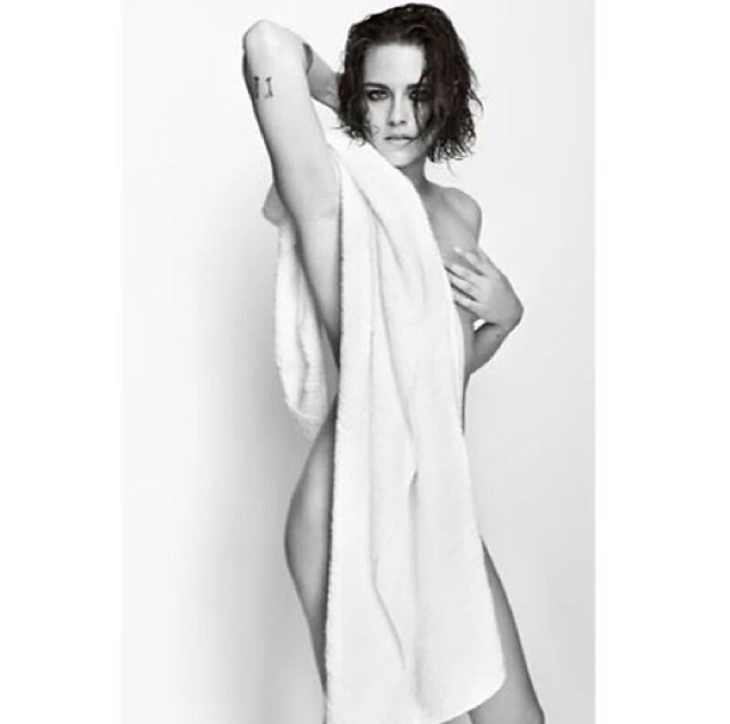 La actriz posó semidesnuda para el lente de Mario Testino.