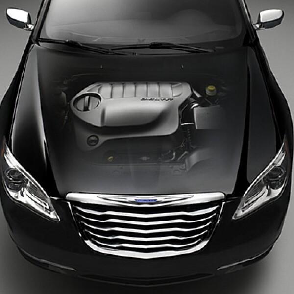 La motorización está disponible en dos versiones, un 2.4 litros de cuatro o seis velocidades o el nuevo 3.6 litros V6 que permite 6 etapas de cambios.