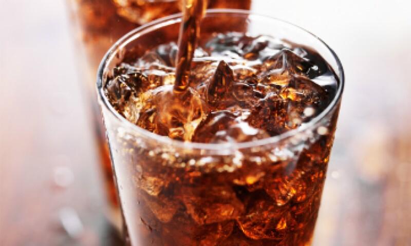 El impuesto a ciertas bebidas azucaradas se redujo 50%. (Foto: Shutterstock)
