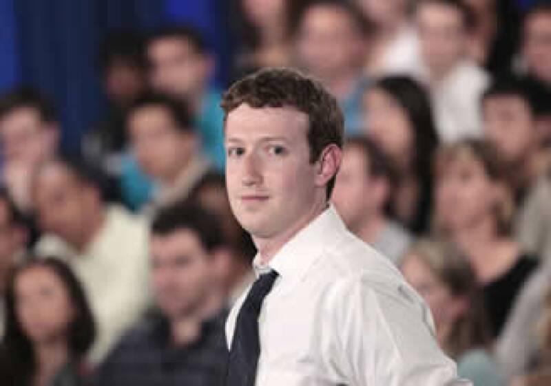 La firma de Mark Zuckerberg tiene un capital de unos 2,340 millones de dólares. (Foto: AP)