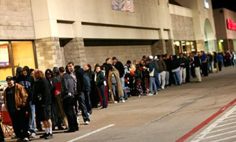 El número de personas que compran en Acción de Gracias se elevó a 22.3 millones en 2010. (Foto: Cortesía CNNMoney)