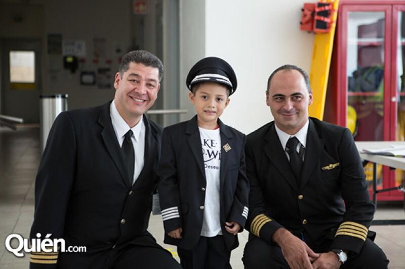 Los pilotos le explicaron todos lo que se necesita para ser piloto ya que es a lo que se quiere dedicar Said en un futuro.