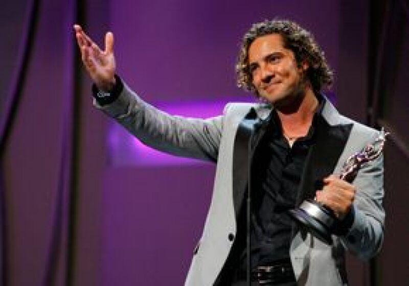 El cantante pide a las jóvenes unos 1.7 millones de dólares, quienes accedieron al correo electrónico del artista y pidieron dinero para no divulgar su contenido.