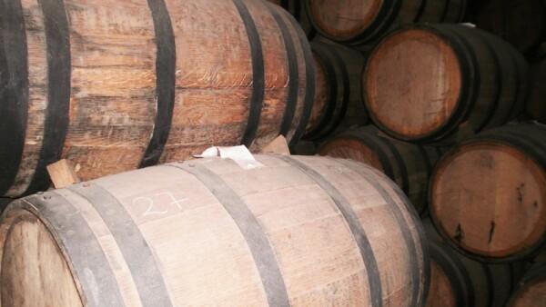 La bebida se almacena en barricas de roble para obtener un tequila reposado o a�ejo