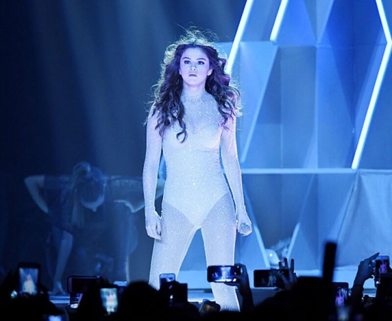 La cantante prendió a los miles de asistentes a su show.