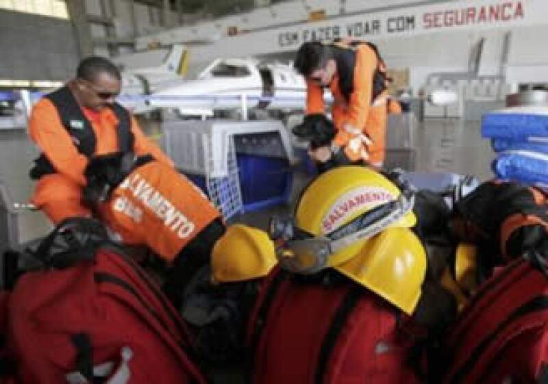 Equipos de rescate se alistan para ayudar a la isla. (Foto: Reuters)
