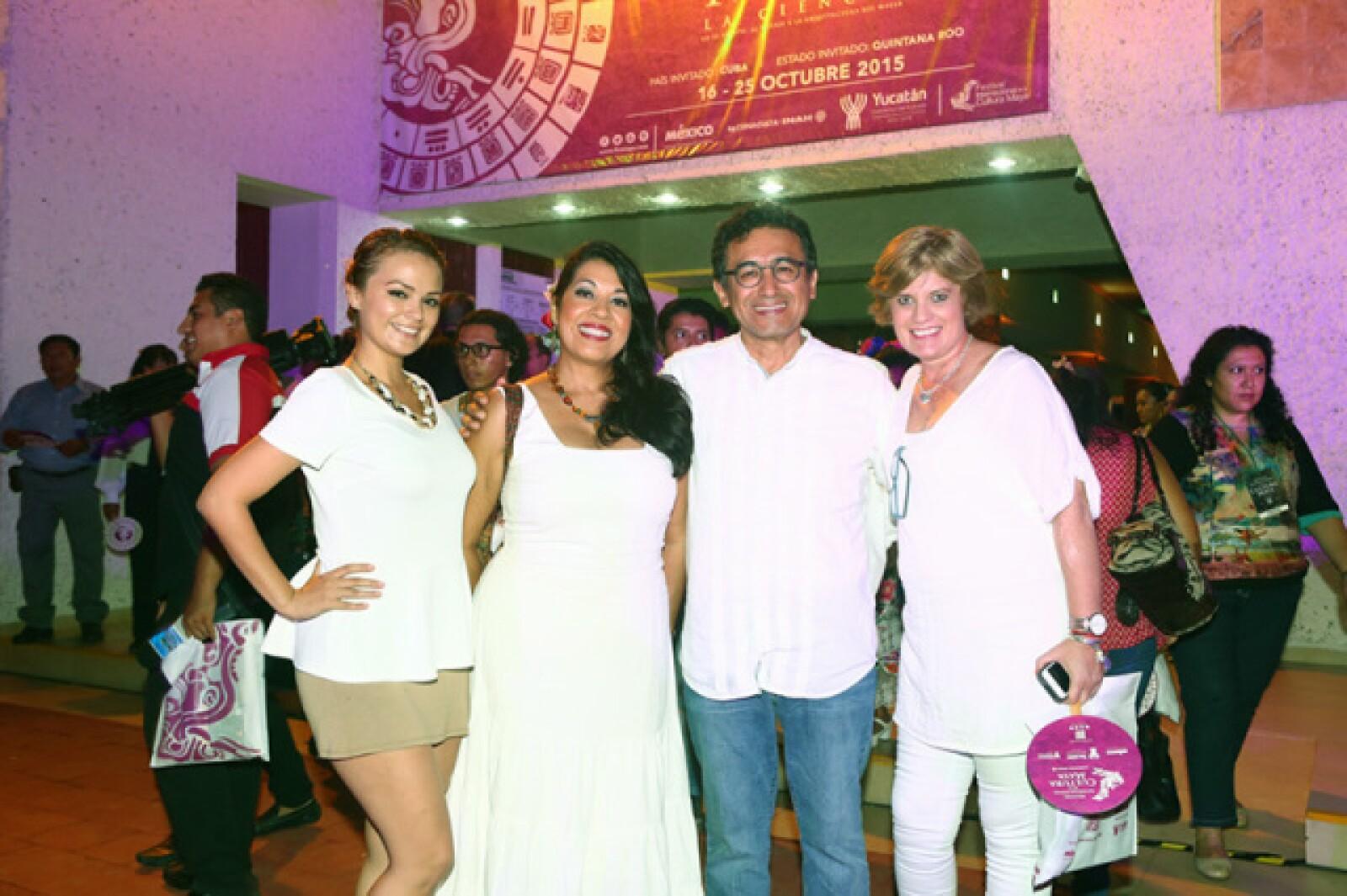 Karen Castillo, Malena Durán, Efren Maldonado y María Teresa Fernández