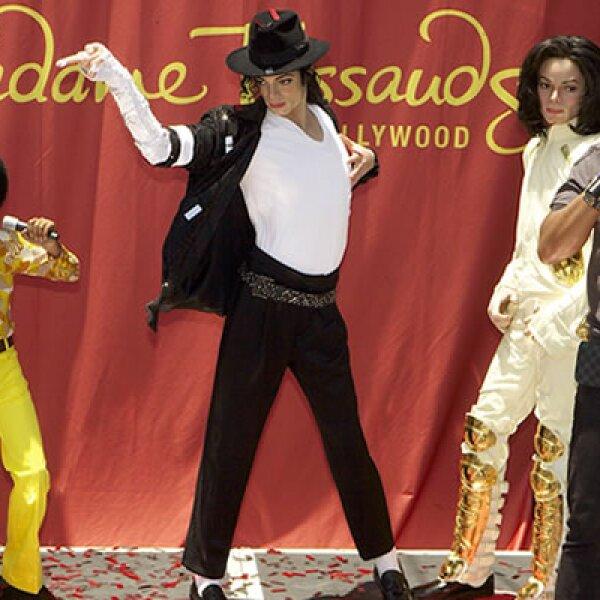 El museo de cera angelino Madame Tussauds estrenó una exhibición de tres figuras de diferentes etapas en la carrera del artista.