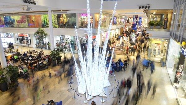 Los centros comerciales buscan medidas para reducir el uso de los vehículos en la ciudad.