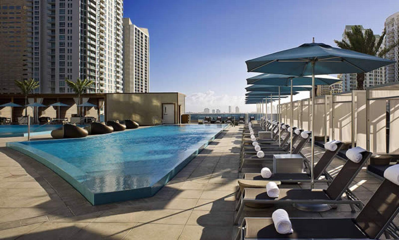 El hotel EPIC está ubicado en 270 Biscayne Blvd Way de Miami. Para mayor información visita www.epichotel.com.