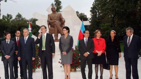 Estatua Heydar Aliyev