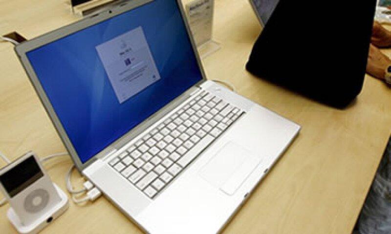 Apple tendrá derecho a divulgar la información de tu cuenta a la policía o funcionarios públicos. (Foto: EFE)