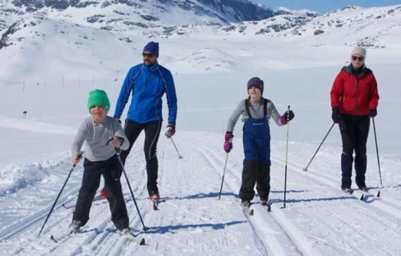 Se nota que los pequeños aprendieron a esquiar desde bebés.