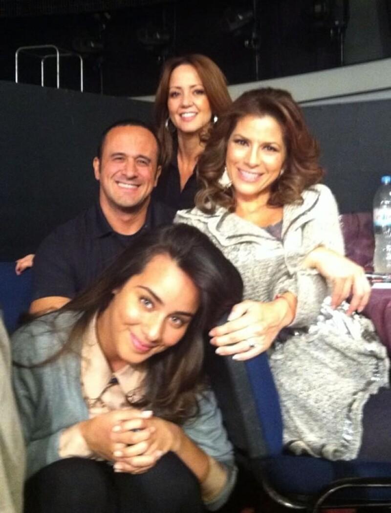 Aquí con sus compañeras Andrea Legarreta y Esme Pimentel.