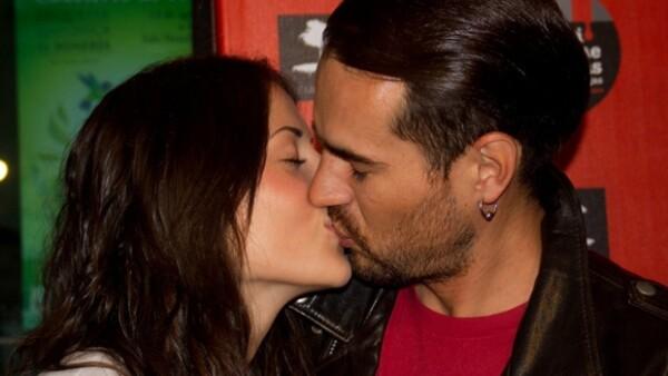 La pareja de actores anunció a través de su cuenta de Twitter que la relación sentimental que sostenían desde hace tres años llegó a su fin.