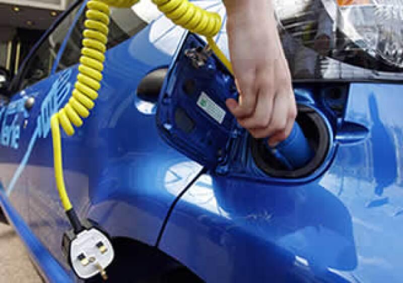 Pasarán varios años antes de que en México sea masivo el uso de autos eléctricos e híbridos como sucede ya en otros países como Brasil. (Foto: AP)