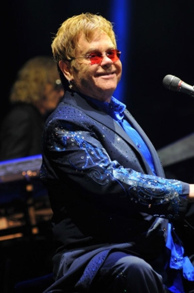 Elton John habló muy bien de One Direction.