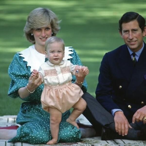 princesa diana y principe carlos con el principe guillermo