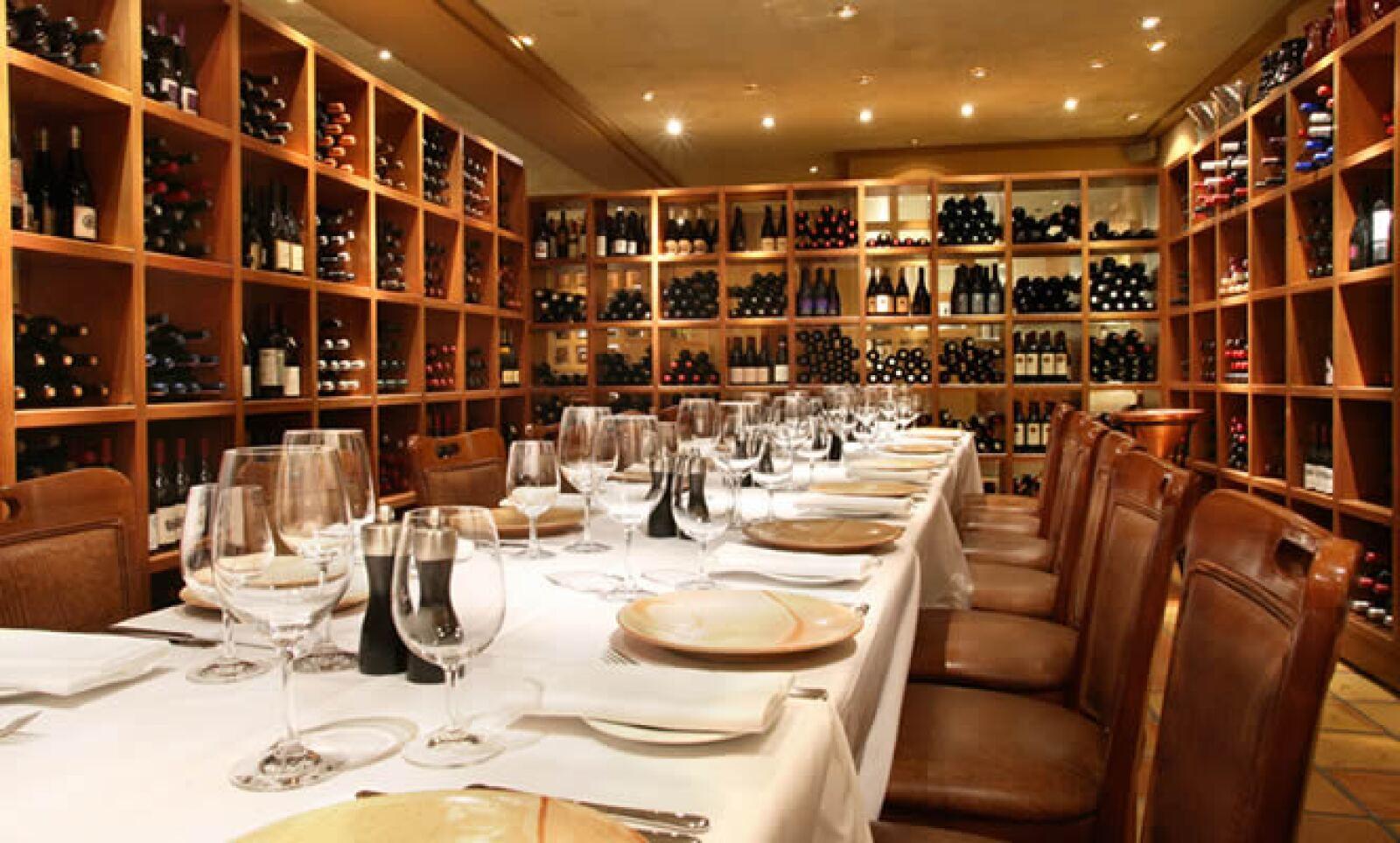 Al salir del spa, visita el restaurante Araxi, justo en el número 4222 del Village Square. Este comercio es reconocido por tener la cava de vinos más grande en Canadá. Si vas con la familia, te recomendamos el Araxi Three Tier Seafood Tower, una combinaci