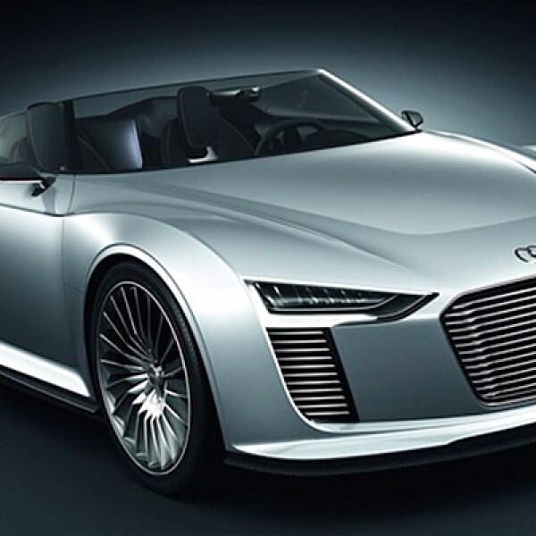 La empresa alemana presentó un vehículo descapotable, híbrido diésel y eléctrico enchufable. El modo de conducción 100% eléctrica tiene autonomía de 50 km, con un máximo de velocidad de 60 km/h.