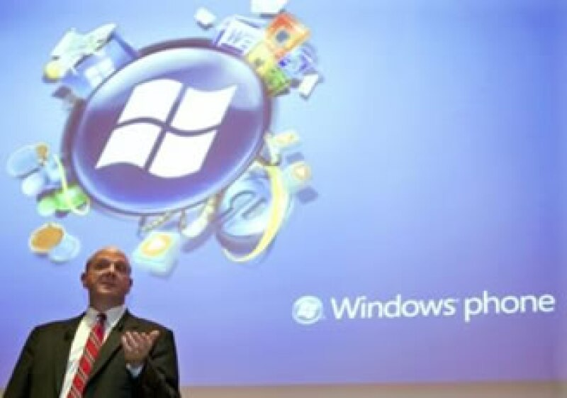 Steve Ballmer, CEO de Microsoft, descartó que la firma vaya a fabricar teléfonos. (Foto: Reuters)