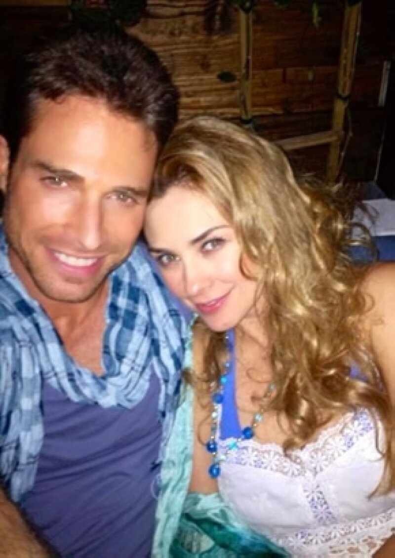 Aracely acostumbra compartir fotos con sus seguidores en Twitter donde sale con Sebastián Rulli.
